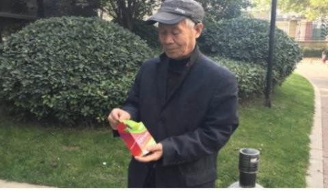 老人听讲座遭忽悠花万元买抗癌药变饮料